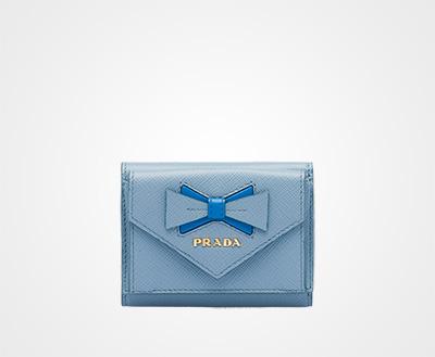 391277285f9e リボン付「サフィアーノ」レザー 財布 ライトブルー/ブルー Prada